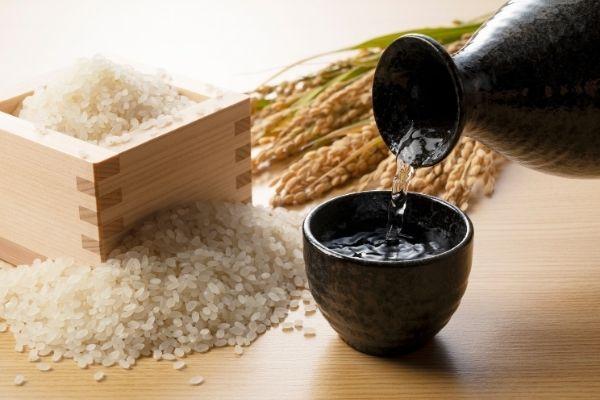 how many carbs in sake vs wine